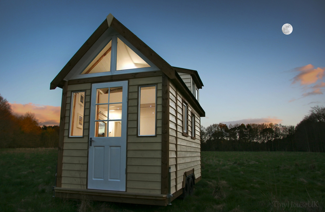 Images of tiny houses custom built for clients in the uk for Little house